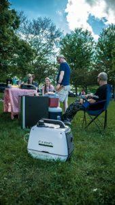 Inverter Stromerzeuger beim Camping